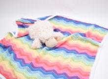 Hæklet Rainbow babysvøb