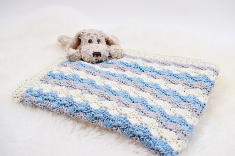 Hæklet Babies dream - stripes tæppe